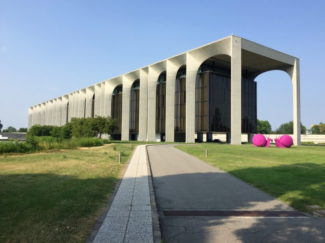 Cijecam_FBonini_Mondadori_Niemeyer_CrackingArt_landscape.JPG